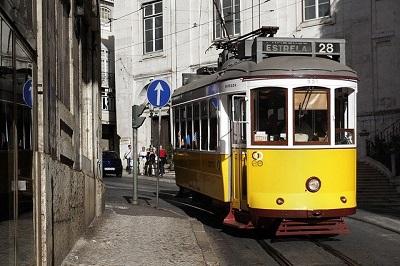 Tranvia-28-amarillo-de-Lisboa