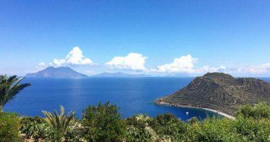7 viajes en barco para hacer en las Islas Eolias